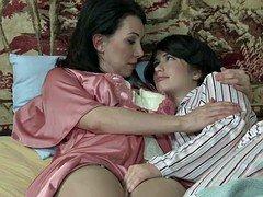 Mommy and Daughter Fingerfuck - Ashlyn Rae, RayVeness