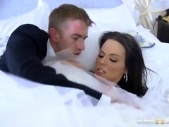 Brazzers - Cheating bride Simony Diamond loves backdoor