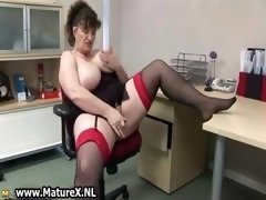 Excited plump mature lady gets down and dirty part1