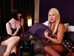 Mistress Kylie makes Julia make love her getting down and dirty machine
