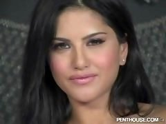 Sunny Leone - Live Solitary