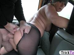 Big-breasted blonde lady railed by nasty driver in the taxi