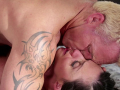 A mom i`d like to fuck is getting her cunt licked by a guy with blonde short hair
