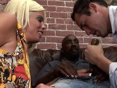 Bisexual cuckold blows off the large black cock that bangs his wife