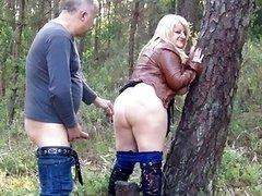 Sizeable Butt Daniella gets creampie outdoors