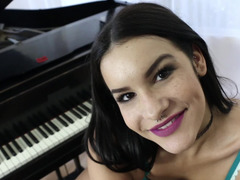A smiling bimbo is giving a blow job during the piano lesson