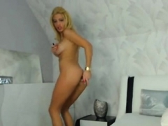 Hot blonde on live camera showing her hot body