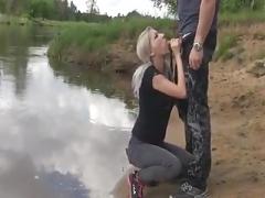 Blonde cum floozy sucks cock in the river bank