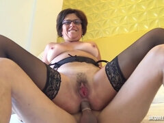 Anal sex with amateur GILF Alissa