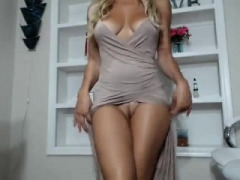 Hot blonde milf mia uses vibrating dildo to wank