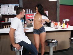 Hot waitress Kelly Diamond makes love a sizeable flag pole customer
