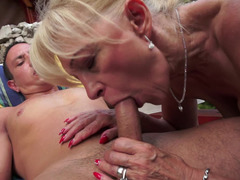 Blonde that loves fuck tool is bringing her old body over a fella today