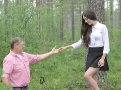Arwen Gold swallows & fucks her old teacher during outdoors class