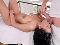 Bootylicious gal has intercourse with masseur