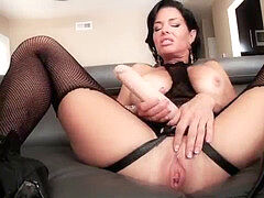 Veronica Avluv gives strap dildo screw - LeWood