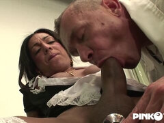 Transsexual fuck video with a stunning TS maid named Aylla Gattina