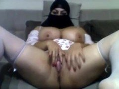 Muslim Arab babe with burka fingering her cunt