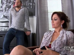 Busty MILF pornstar Julia Ann enjoys Cunnilingus and Hardcore sex