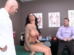 Austin Lynn takes doctor's dick deep & makes doctor explode inside her pussy