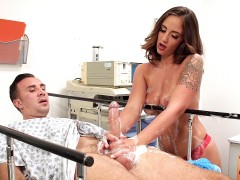 Layla London gives her patient a soapy handjob
