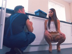 Cheating slut Taylor Sands seduces the plumber
