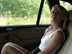 Katy Rose pays her ride with a car fuck & gets her ass nutted