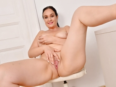 European mom i`d like to fuck Ria Black takes a well-deserved masturbation break