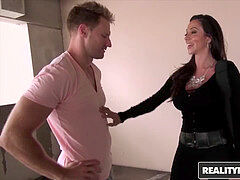 mummy Hunter - horny mom Ariella Ferrera gets some lollipop