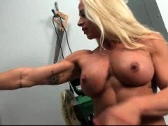 Blonde dame getting naked & showing her muscle