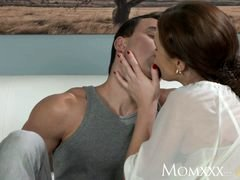MOM Less experienced boy makes love more aged housewife in the ass