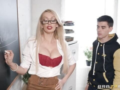 Big-bottomed blonde Amber Jayne penetrated in the doggy style pose