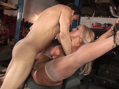 A fleshy blonde handles a cock by pulling it really well in the garage