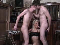 Young bisexuals enjoy hardcore group orgy