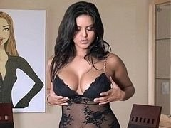 Sunny Leone showing her perfect breasts & masturbating