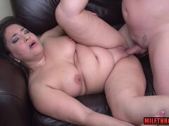 Arousing housewife oral intercourse and money shot