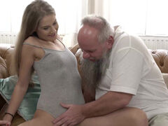 Tiffany Tatum fucking an old dick til explodes on the couch