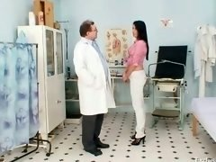 Brunette broad Melissa Ria & dirty gyno doctor