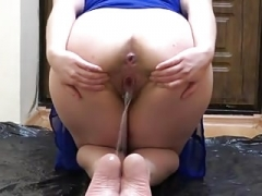 Brunette with bushy by a pussy urinating