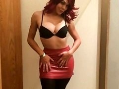 Sexy red head leather hoe max tight leather mini skirt