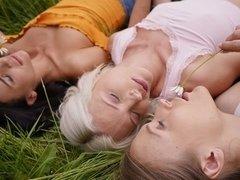 Zadek lízání eben lesbičky