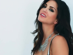 Indian superstar Sunny Leone is glamorous in lingerie