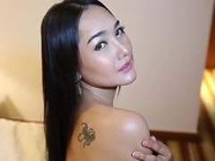Gorgeous Thai shim takes white ramrod up her tooshie
