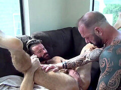 Muscle parent Feeds hungry Bottom with his ginormous Cock