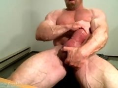 MuscleMaster Tom Lord Pumps his Immense Cock at JockMenLive