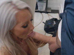Gorgeous girl suck her way out of detention from mall cop