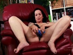 Nina Swiss lets it all out in this hairy interview.
